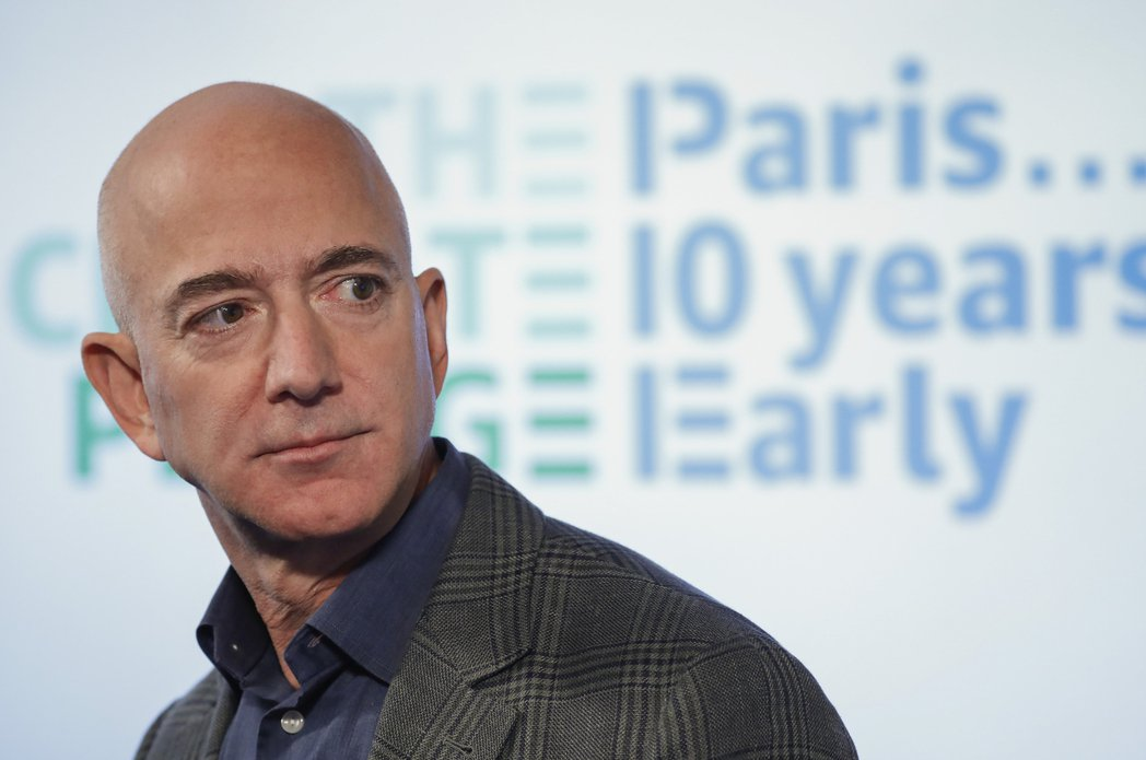 亞馬遜創辦人貝佐斯捐出近7億美元亞馬遜股票,給環保相關的非營利組織。  美聯社