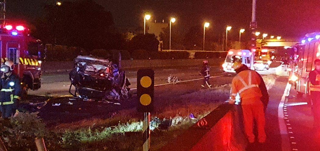 國道一號神岡交流道今天凌晨發生車禍,4死2傷。記者游振昇/翻攝