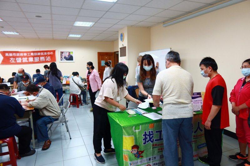 高雄市勞工局11月22日至28日舉辦8場徵才活動,80家廠商釋出2000個以上職缺。圖/高雄市勞工局提供
