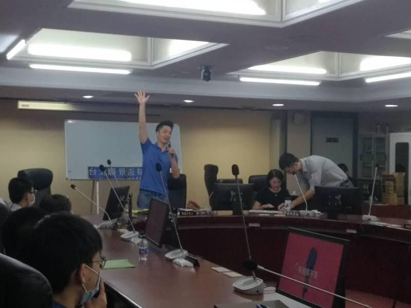 國民黨立委蔣萬安今天出席與高中生的辯論對話,是否要擴大年輕支持者支持?蔣萬安說,年輕人可以多了解一些公共議題,這是很有意義、也是很好活動,他能參與相當開心。記者林麗玉/攝影