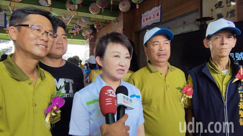 台中捷運試營運暫停,市長盧秀燕向原本想利用今天假日搭乘捷運的民眾表示抱歉。記者黃寅/攝影