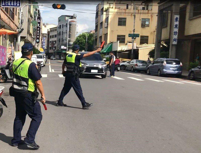 警方經常執行交通大執法,民眾要小心部份交通違規需記點,半年內滿6點就要吊扣駕照一個月。圖/彰化縣警局提供