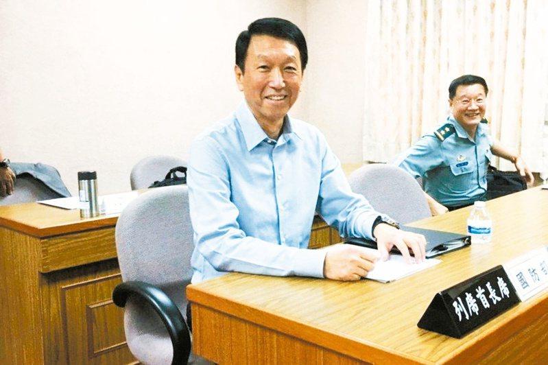 前參謀總長李喜明(左)近來動作頻頻,被解讀有意更上一層樓爭取下一任的國防部長。圖/聯合報系資料照片