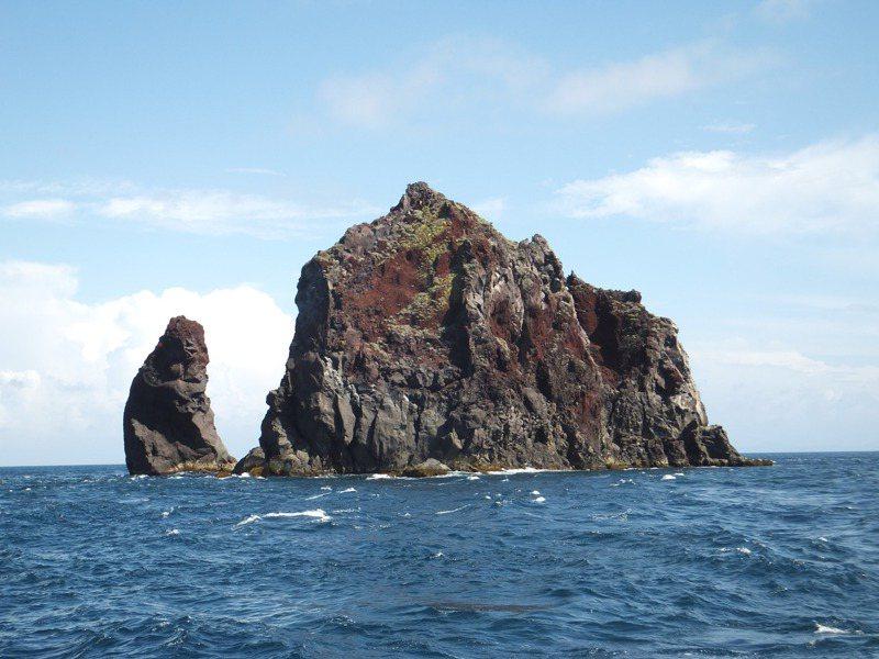 媒體報導電商要在北方三島海域開發海上風力發電,基隆市長林右昌表態反對。圖為花瓶嶼。圖/基隆鳥會提供