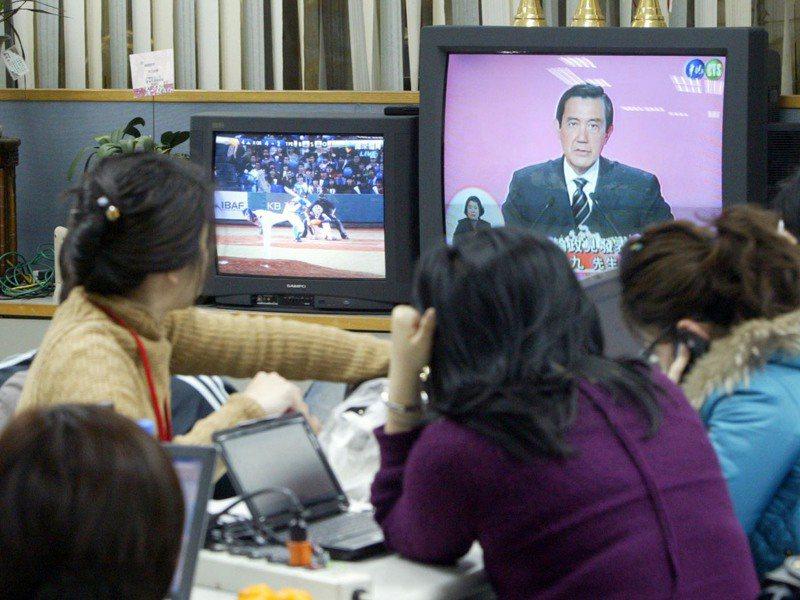 廈門可以收到華視的節目,不少大哥就是衝著這點選擇在廈門落腳。此為示意圖,照片中人物與新聞無關。圖/聯合報系資料照片