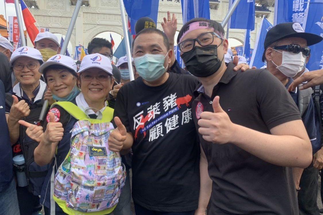 影/侯友宜現身秋鬥遊行 新北戰警陪走30分鐘
