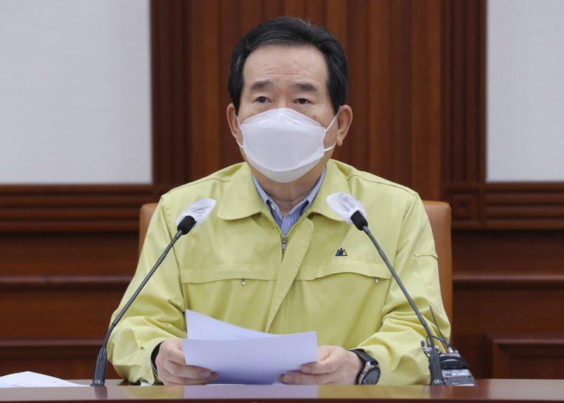 南韓總理丁世均22日在中央災難安全對策本部主持防疫會議後,決定自24日起把首都圈及全羅道防疫級別分別上調至2級和1.5級。圖/歐新社
