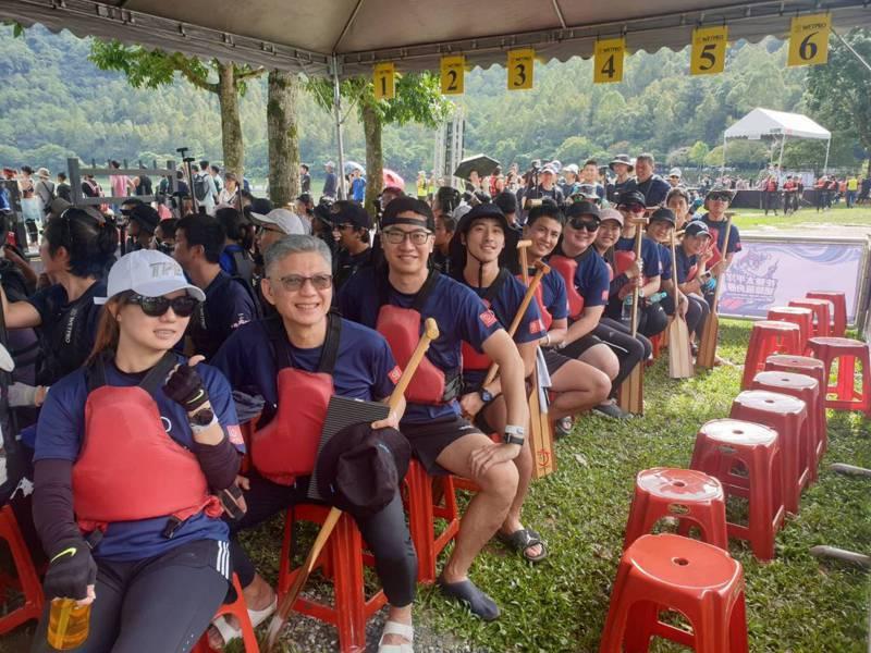 中華奧會組成的「奧林匹克友誼號」參加2020花蓮太平洋國際龍舟節。圖/中華奧會提供