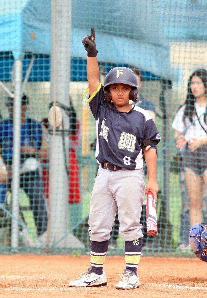 屏東復興國小少棒隊的潘丞佑是中信兄弟隊吳俊偉的姪子。圖/台北市棒球協會提供