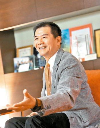 萬國通路董事長謝明振說,「開發速度」和「創新研究」是萬國通路的最大優勢。萬國通路...