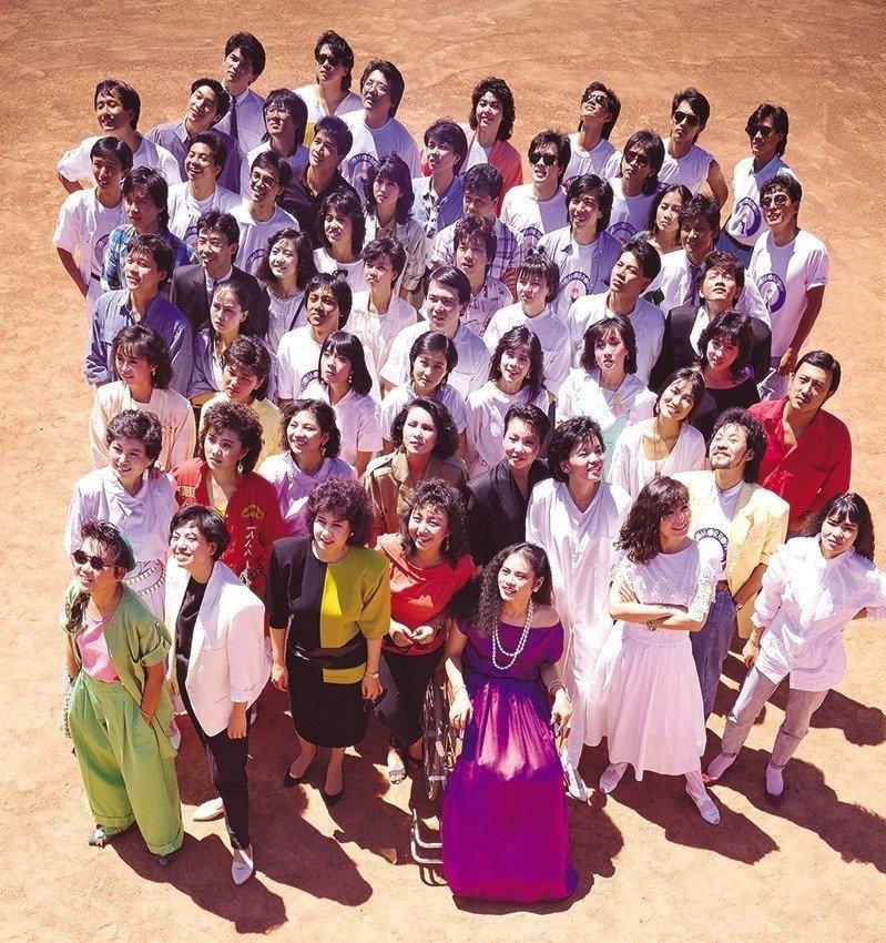 關中回憶錄以「明天會更好」為書名,源自1985年推出的「明天會更好」,堪稱是華語流行樂壇史上最成功的公益單曲,而背後促成這首歌,正是和選舉有關。圖/攝影師杜達雄授權提供
