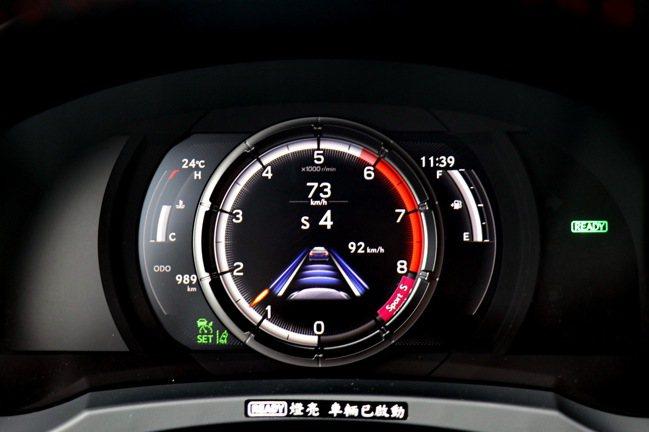 全速域DRCC搭配LTA車道循跡維持,有助於駕駛人減輕長途駕駛負擔。記者陳威任/...
