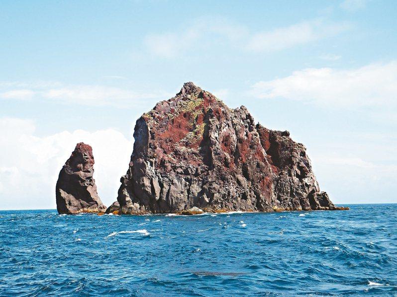 媒體報導外商要在北方三島海域開發海上風力發電,基隆市長林右昌昨表態反對,圖為花瓶嶼。 圖/基隆鳥會提供