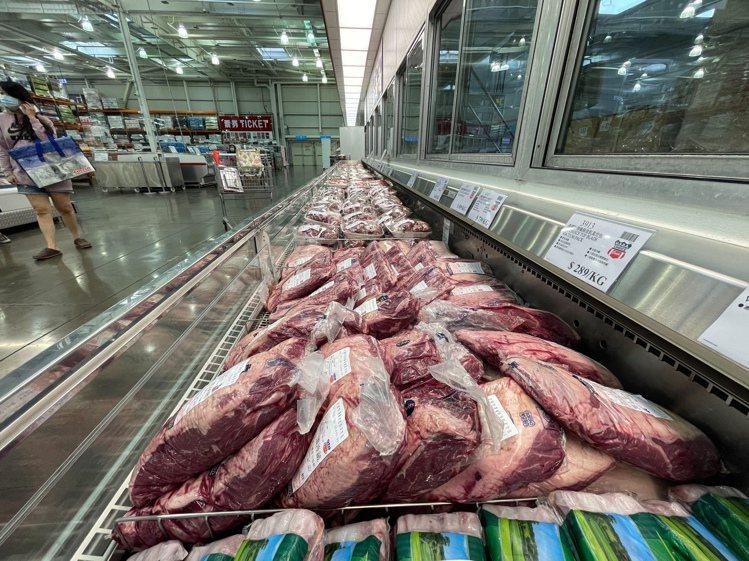 好市多黑色購物節今天開跑,民眾最期待的牛肉、鮭魚等生鮮產品都沒有特價。記者陳易辰...