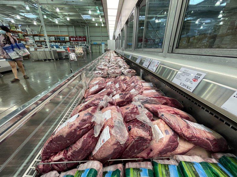好市多黑色購物節今天開跑,民眾最期待的牛肉、鮭魚等生鮮產品都沒有特價。記者陳易辰/攝影