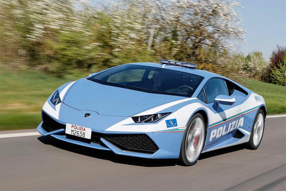 義大利「藍寶堅尼Huracán」款警車,上頭印有代表義大利國家警察的「POLIZ...