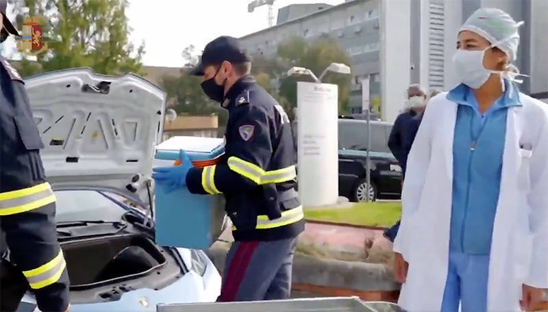 義大利警方為了運送移植臟器,決定出動藍寶堅尼警車。圖擷取自Forbes JAPA...