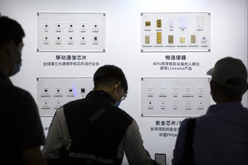 創辦於1993年的紫光是北京清華大學全資擁有的半導體集團。圖為今年中國北京科博會中紫光集團的展示。 圖/美聯社