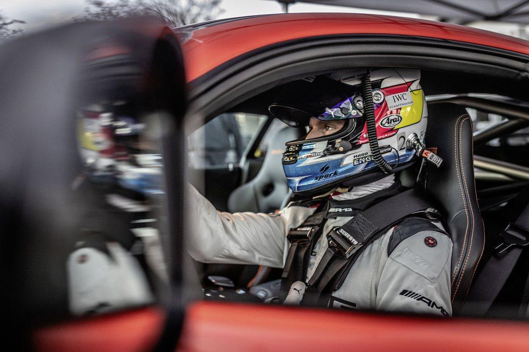 Maro Engel將AMG GT Black Series的潛力完全發揮。 圖...