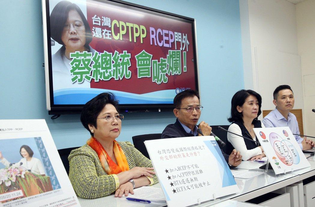 國民黨於11月16日舉行記者會,指出若政府對傳統產業無具體因應措施,恐促成傳產加速外移,國內失業率攀高。 圖/聯合報系資料照
