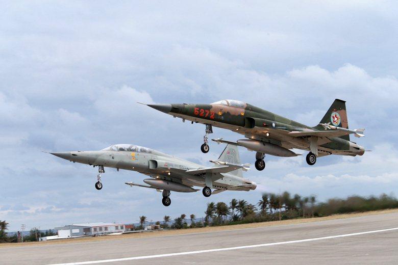 在今日的三款主力戰機服役之前,F-5E/F戰機負責維持台灣的空中優勢。 圖/聯合報系資料照