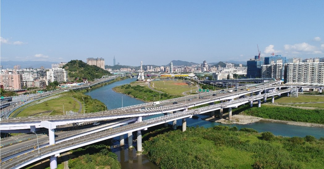 新店央北重劃區挾著近台北市的地理位置,和擁有鄰北二高安坑交流道、捷運小碧潭站、環...