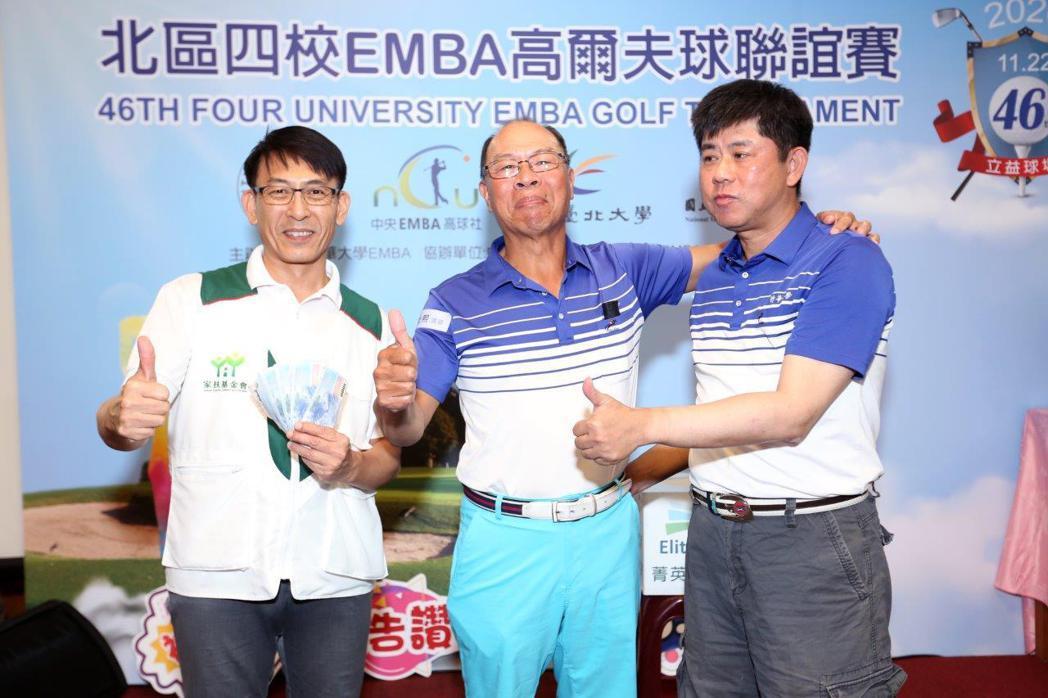 清華大學學長林士熙和黃德基加碼愛心捐款 清華EMBA提供