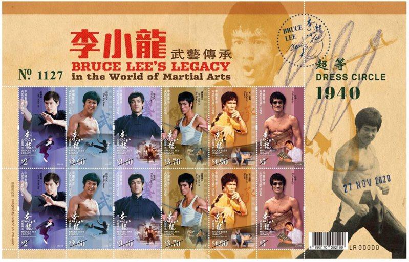 """今年11月27日是李小龍誕辰80周年紀念日,香港郵政當天將發行以""""李小龍——武藝傳承""""為題的特別郵票及相關集郵品,以回顧其電影藝術與哲學思想,讓各位共同緬懷這位一代巨星的風采。圖為小版張。 中新社"""