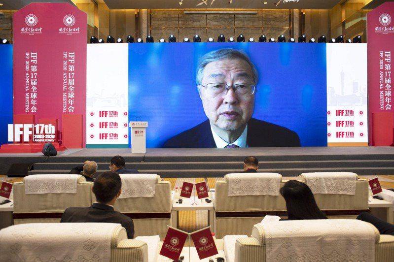 中國人民銀行原行長周小川21日在廣州舉行的國際金融論壇上表示,中歐、亞歐間可加強氣侯變化的合作,建立碳減排專項基金。( 中新社)
