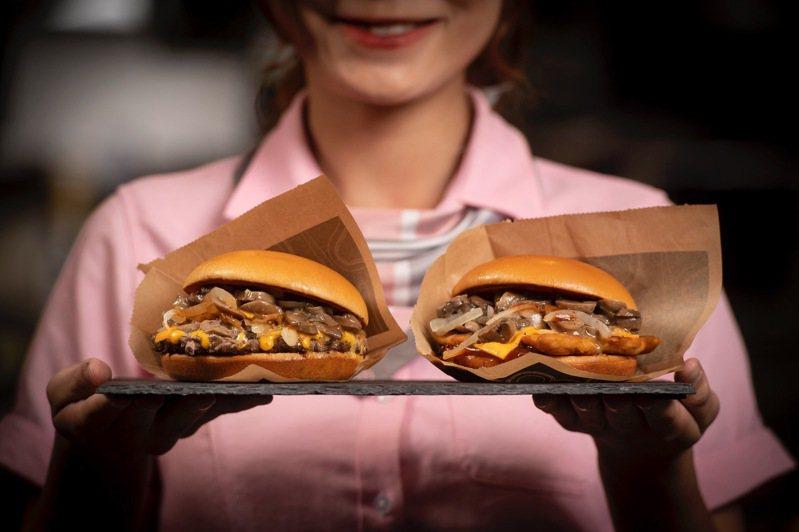 「松露蕈菇安格斯黑牛堡」、「松露蕈菇嫩煎鷄腿堡」均添加松露油增添香氣,單點價均為124元。圖/麥當勞提供