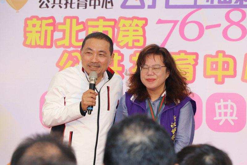 新北市長侯友宜(左)今至新店央北社宅,出席公共托育中心聯合開幕式。記者吳亮賢/攝影