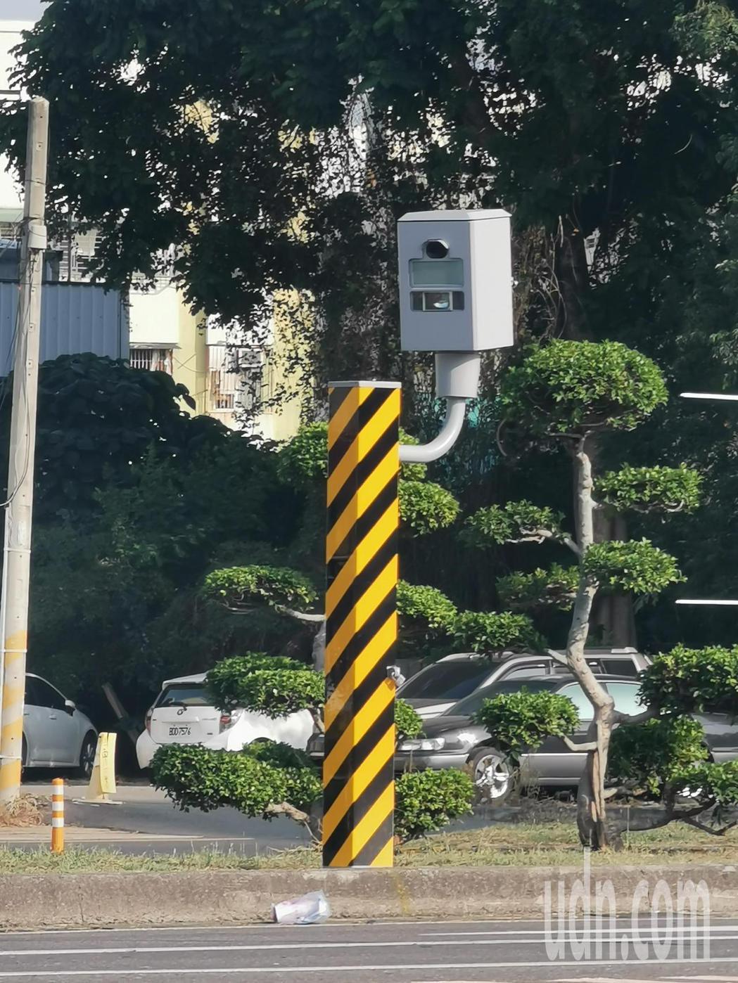 嘉義市忠孝路、義教街口測速、闖紅燈取締照相設備,上月數位更新,並已公告使用。記者...