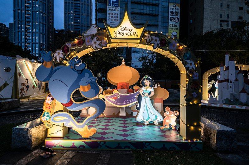 「2020新北歡樂耶誕城」今年與迪士尼合作,萬坪公園燈區有「迪士尼公主的童話森林」。圖/新北市觀旅局提供