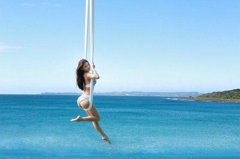 有「瑜珈界張柏芝」稱號的瑜珈女神Miya,日前挑戰在海上拍攝空中瑜珈的照片影片,共斥資180萬,在8層樓高的高度拍攝,過程無法架設安全網,超高難度讓3組攝影團隊打退堂鼓,就怕自己成為「殺人兇手」,不...