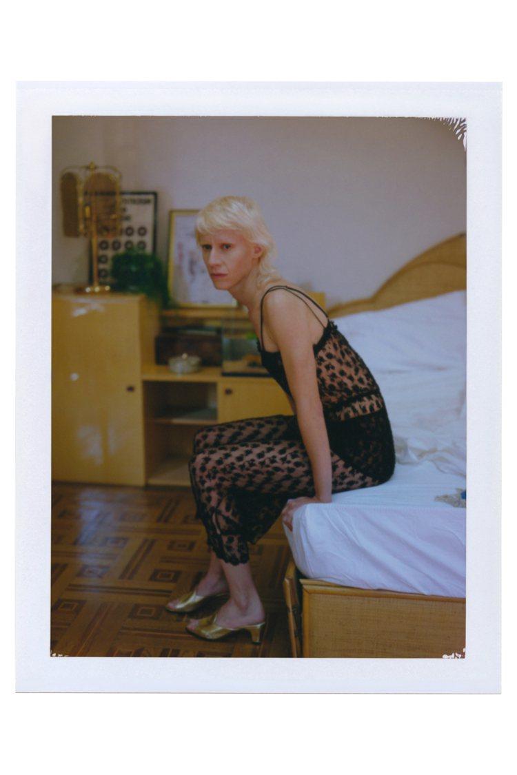 《OUVERTURE 無盡序曲》由義大利女演員、藝術家與表演者Silvia Ca...