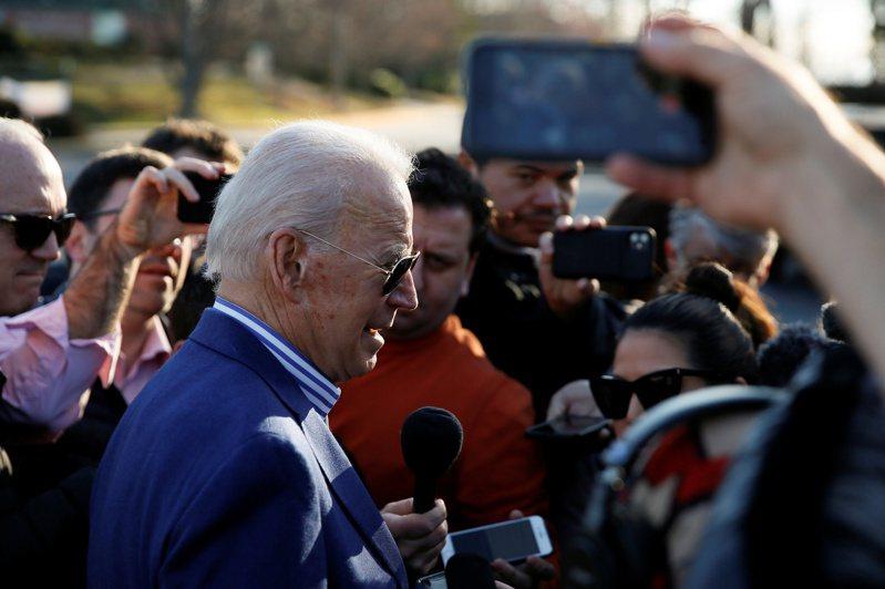 美國總統當選人拜登多由幕僚安排與媒體打交道,與記者關係並不熱絡。路透