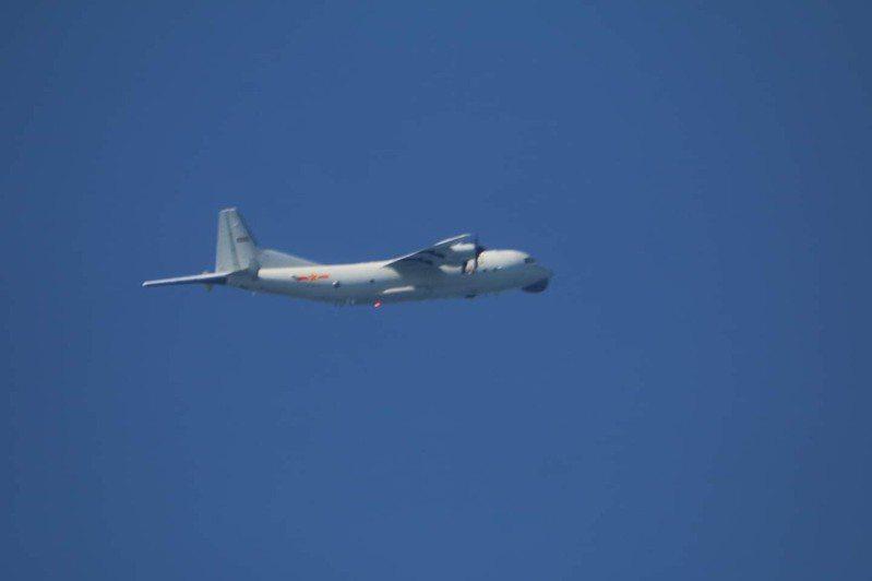 國防部公布中共解放軍一架運-8反潛機進入我西南空域活動,圖為同型機。圖/國防部