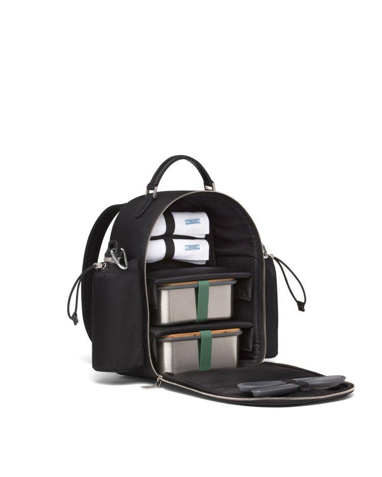 尼龍野餐背包組82,000元(包含2個不鏽鋼水壺、2個三明治盒、2個餐具組合、2...