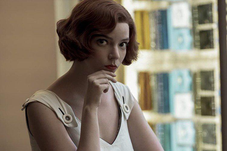 正在全球發燒的Netflix迷你影集「后翼棄兵」,女主角安雅泰勒喬伊是不少觀眾心目中的「精靈系」美女,她卻直呼自己長得不漂亮、很奇怪,一點也沒有演電影主角的條件!安雅的藝壇行情隨著「后翼棄兵」大紅而...