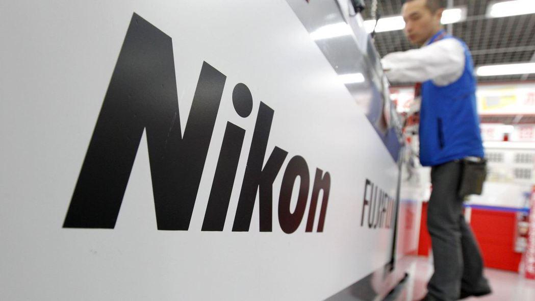 為降低對英特爾的依賴,Nikon半導體設備將採降價搶市策略。 路透
