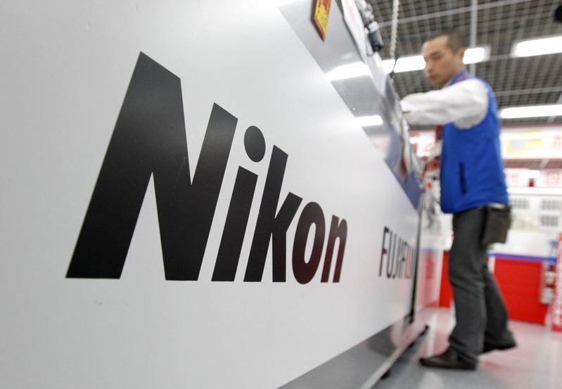 為降低對英特爾的依賴,Nikon半導體設備將採降價搶市策略。路透
