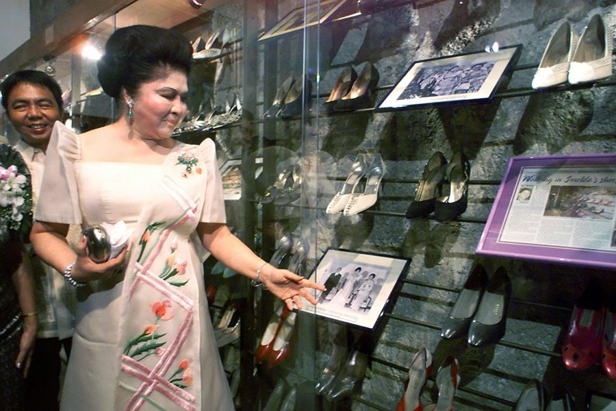 伊美黛與鞋子博物館,攝於2001年。 圖/路透社