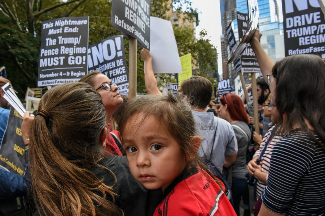 2017年示威者上街反對川普廢除DACA政策。 圖/路透社