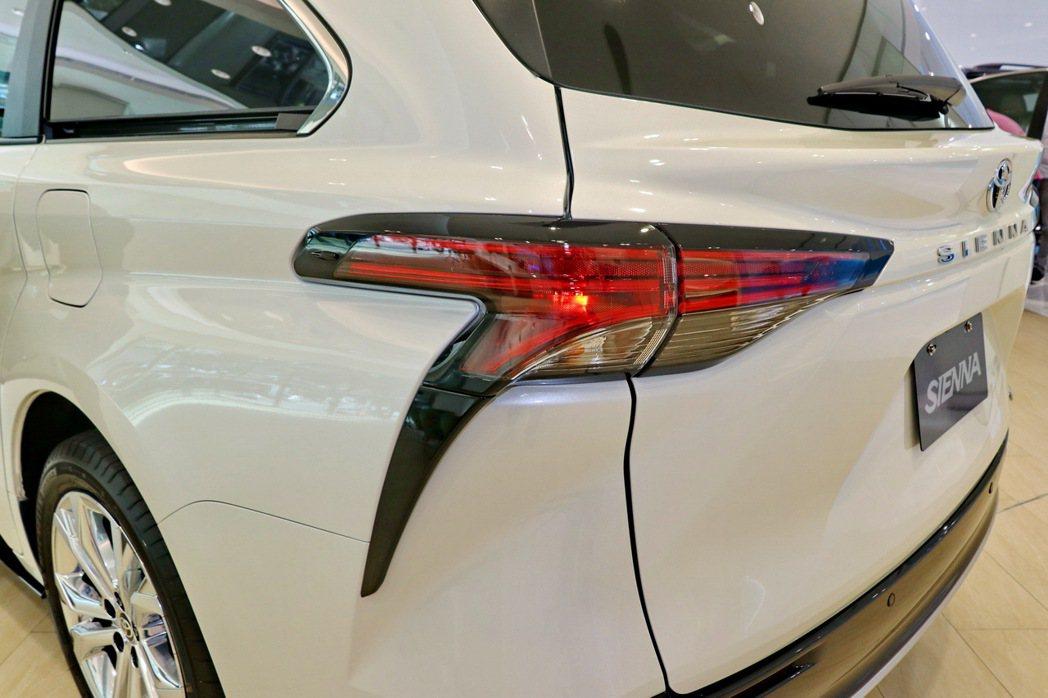 尾燈設計造型與LC跑車頗為類似。 記者陳威任/攝影