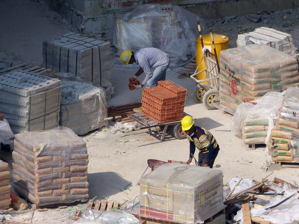 鋼筋水泥的成本上升.房價短期內難下修。 圖/免費圖庫Pixabay