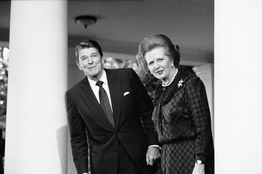 英美的緊密合作在80年代達到高峰。雷根與柴契爾都希望將國家的政治光譜推向右翼,極...