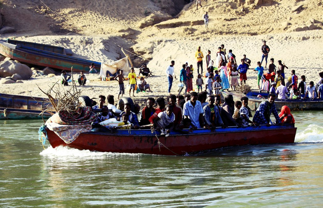 逃往蘇丹邊境中的衣索比亞難民。 圖/美聯社