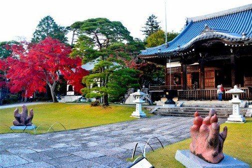 能仁寺中的正殿北側花園「池泉鑑賞蓬莱庭園」是東日本代表性的庭園之一,更被選為日本...