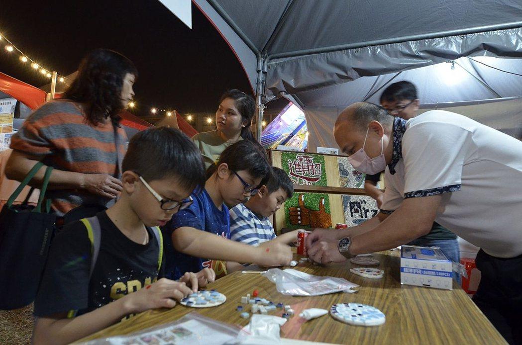 現場DIY體驗活動,民眾參加踴躍。 雲嘉南分署/提供