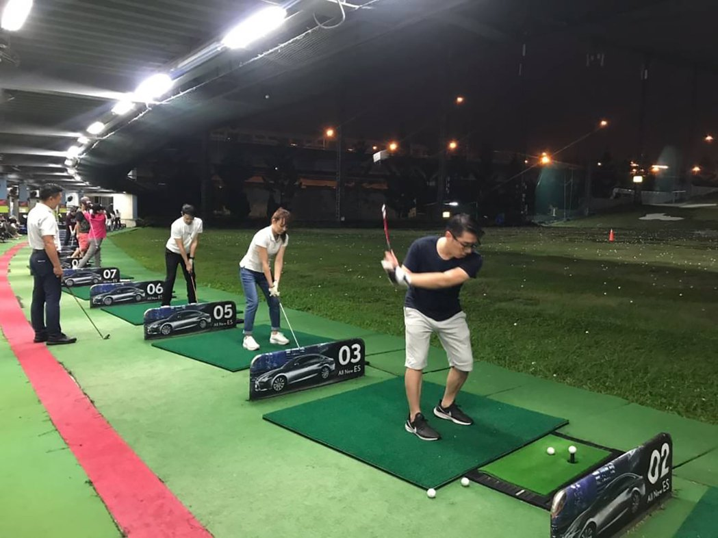 全球人壽高爾夫球社員下班後相揪自主練習。 全球人壽/提供